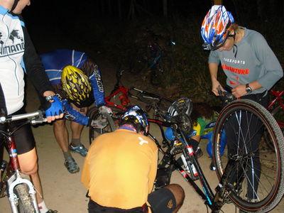 Pedal noturno pneu furado