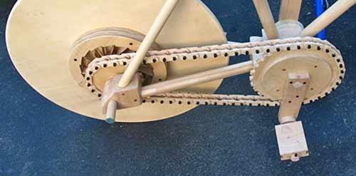 Catraca na bicicleta de madeira