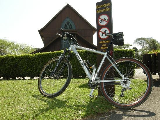 Bicicletas e cachorros estão proibidos de circular nos parques curitibanos.